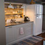 Infällt Hyllsystem I Platsbyggt Kök